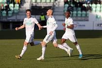 Marek Janečka (uprostřed) a jeho spoluhráči se těší na ligovou radost.