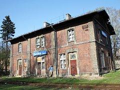 Milovník železnice Roman Lindner už podruhé podal na Ministerstvo kultury žádost o zapsání budovy bývalé stanice Karviná-Město na seznam kulturních památek.