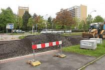 V Karviné Hranicích začala třetí etapa opravy Žižkovy ulice v úseku od lázní k restauraci Tesarčík. Silnice už má sundaný asfaltový povrch a celý úsek je neprůjezdný.