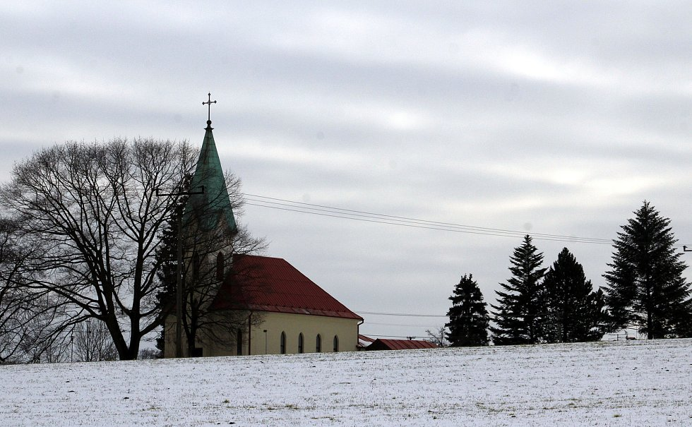 Hornická obec Stonava před 30 lety doslova vstala z popela. Dnes má necelých 2000 obyvatel a velmi dobrou infrastrukturu. Evangelický kostel.