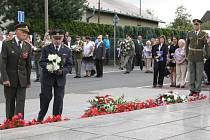 Pietní shromáždění u Památníku životické tragédie.