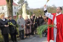 Ve Stonavě obnovili další velikonoční zvyk, a sice svěcení palem. Slavnosti se účastnili také černí myslivci a místní dobrovolní hasiči.
