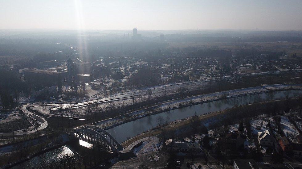 Dron nad lázněmi Darkov zachytil také Most Sokolovských hrdinů.