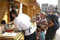 Knižní jarmark v pátek opět zaplnil celé karvinské náměstí a krom knih nabízel i spousty zábavy i kulturních zážitků.