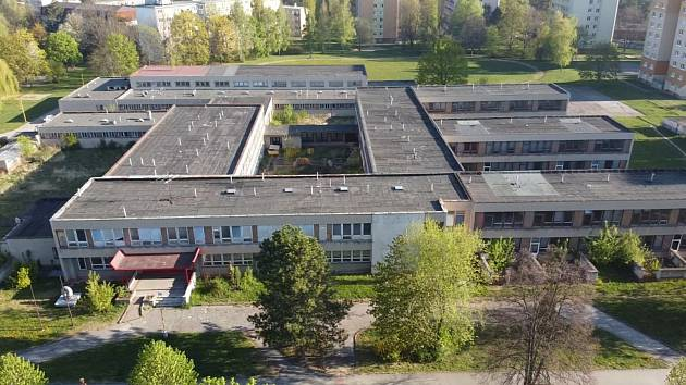 Uzavřená ZŠ Mánesova v Havířově ustoupí výstavbě nové kryté ledové plochy.