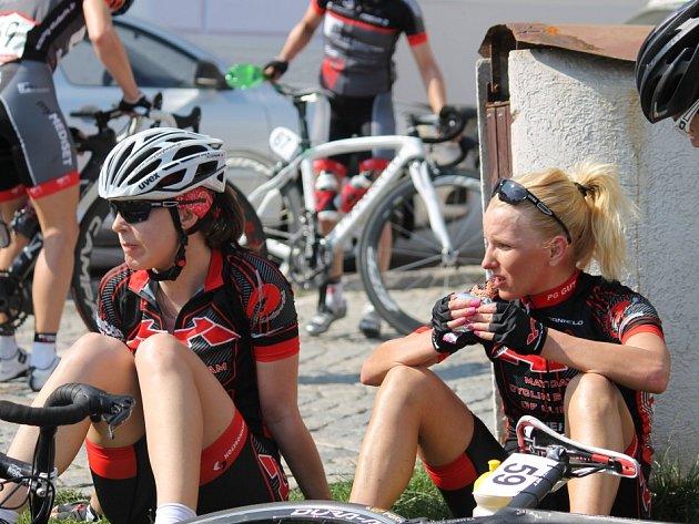 Cyklistky jely v Jevíčku náročný závod.