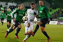 Tomáš Wágner (v bílém) odehrál výborný zápas.