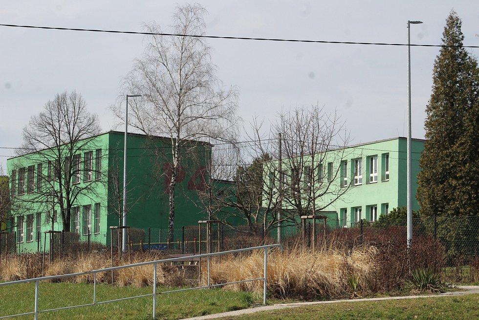 Petřvald. Pohled na jednu z budov školy.