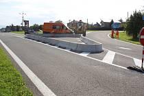 Křižovatka v Těrlicku se změnila v polorondel.