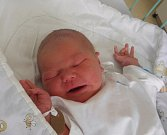 Richard Láznička se narodil 5. září paní Evě Lázničkové z Karviné. Porodní váha chlapečka byla 4020 g a míra 50 cm.