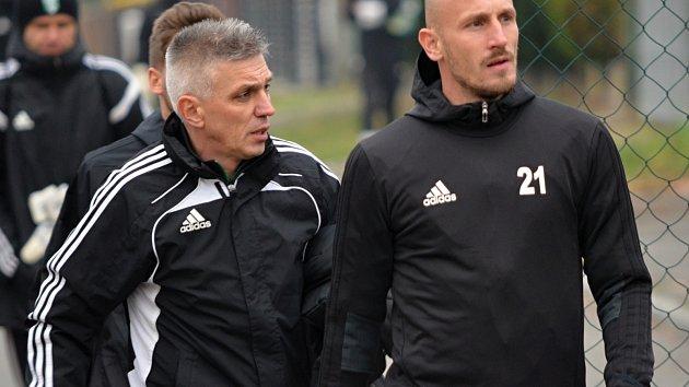 Norbert Hrnčár a kapitán Karviné Marek Janečka po úvodním tréninku.