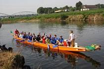 V sobotu dopoledne se jel ve Starém Bohumíně na řece Odře tradiční závod dračích lodí.