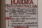 Absolutní hladovku bez jídla a pití začal ve středu držet Karel Barnišin z Havířova. Tomu se nelíbí údajná liknavost úředníků z českého i německého úřadu práce a jejich neschopnost spolupracovat. Kvůli tomu má být muž už několik měsíců zcela bez příjmu a