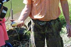 Rybáři vypustili rybník v době sucha, což se lidem a ochráncům přírody nelíbí.