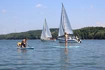 Vodní rekreace na Těrlické přehradě. Ilustrační snímek.