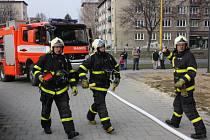 Sklepní požár zvládli havířovští hasiči.