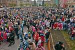 Nový český rekord vpočtu lidí najednom místě strikolorou vytvořili vpátek 26. října vBohumíně. Na náměstí T. G. Masaryka se jich u příležitosti oslav 100. výročí založení republiky sešlo přesně 2303.