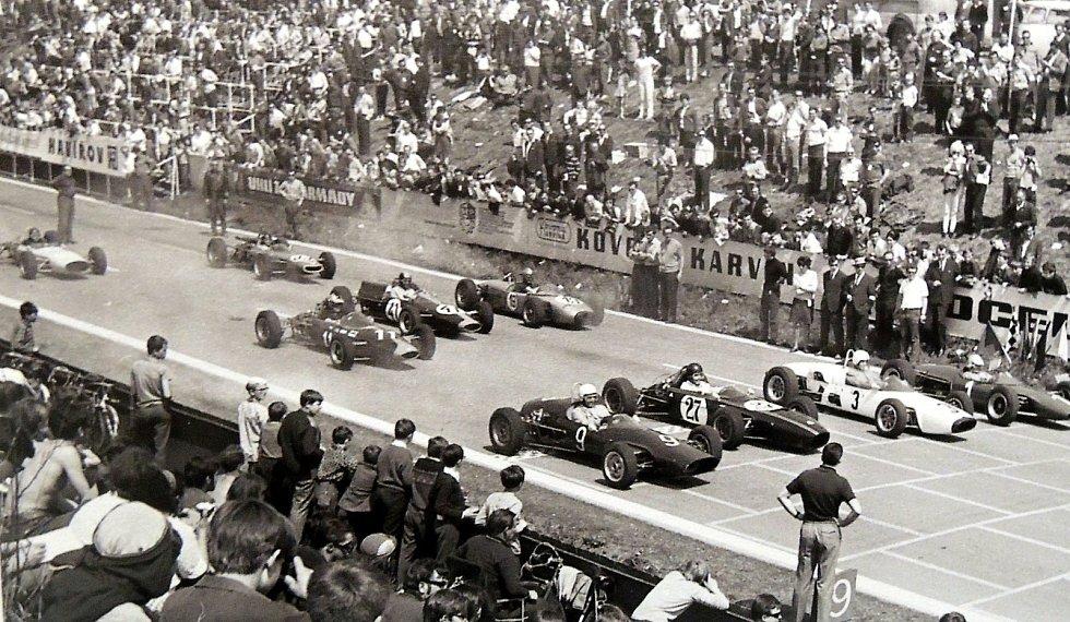 Do roku 1970 na Těrlickém okruhu jezdily i automobilové závody. V roce 1971 byly přesunuty na okruh Havířov – Šenov.
