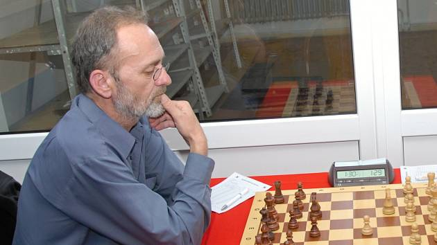 Lubomír Zimniok jako jediný karvinský hráč vyhrál v derby proti Baníku Havířov. Na výhru to nestačilo.