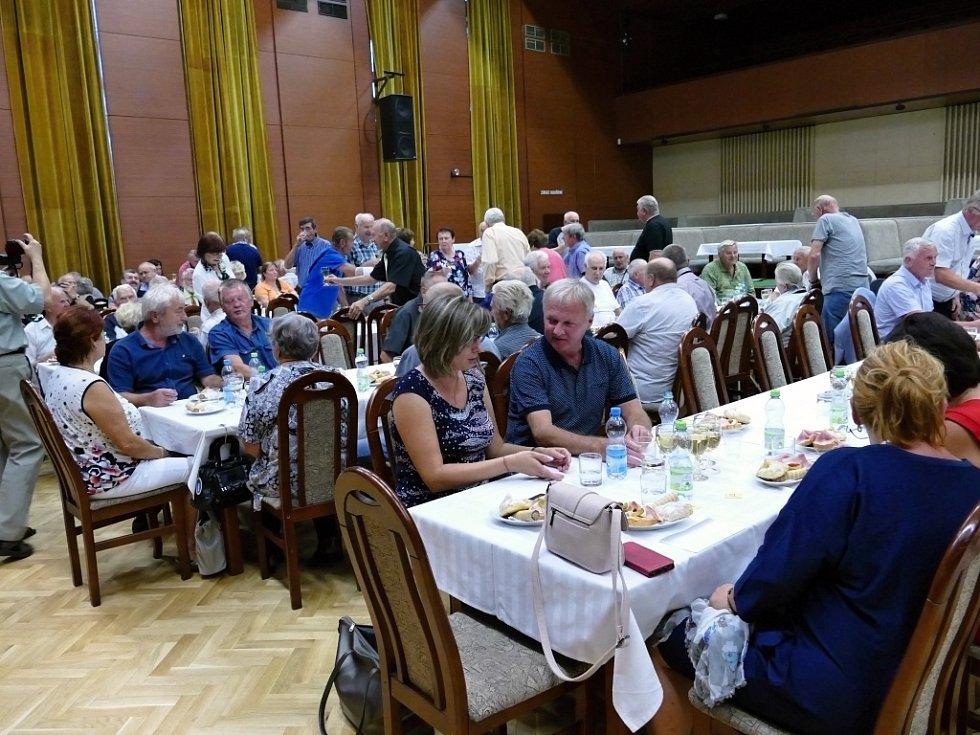 Slavnostní schůze k 50. výročí založení Klubu důchodců Dolu Dukla v Havířově.