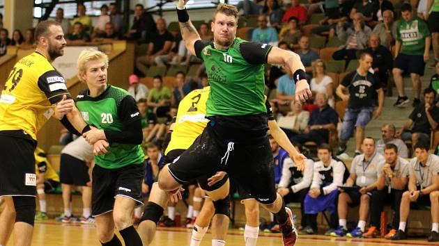 Karvinští hráči (v zeleném) se divákům odvděčili výhrou nad Brnem.