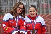 Slavnostnímu otevření byly přítomny i Tereza Palová a Kateřina Němcová, mistryně světa a odchovankyně místního hokejbalu.