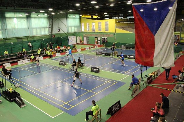 V Karviné bojuje 122 badmintonistů o body do evropského poháru.