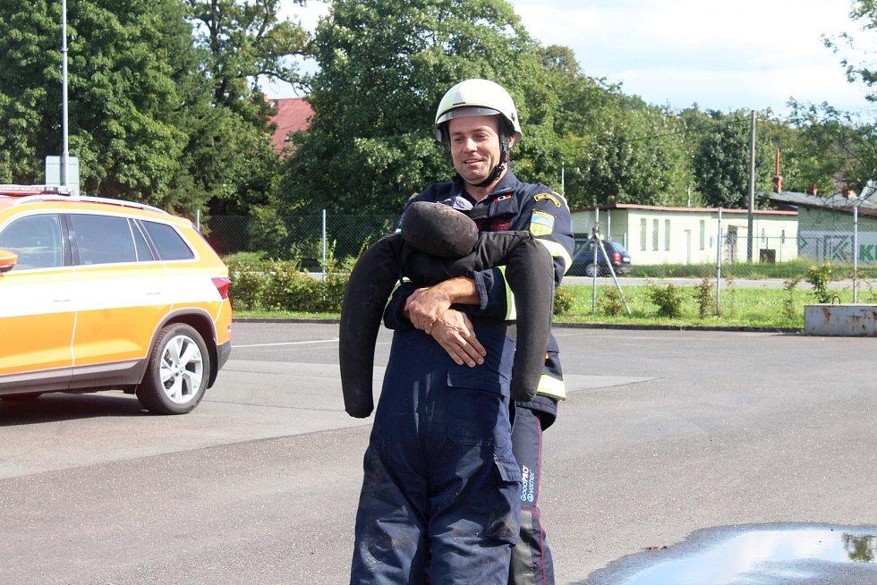 Nejtvrdší hasič přežije a letos je jeden z vítězů Mistrovství Česka v tomto ultra těžkém závodě také Jaroslav Hanzel, který jako profesionální hasič pracuje v karvinské stanici.
