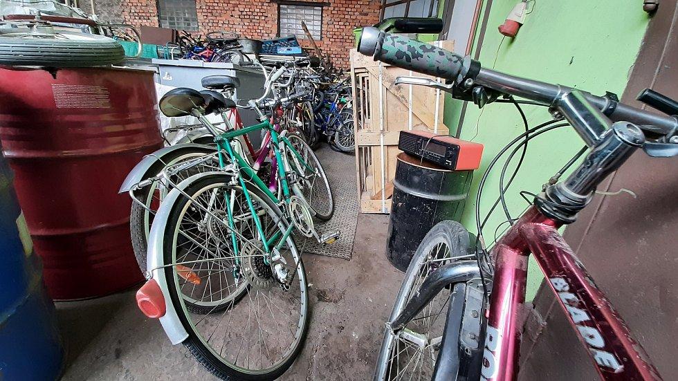 V Českém Těšíně se během sbírky pro Afriku shromáždilo 78 jízdních kol pro děti v Africe. Sbírka pokračuje v Třinci.