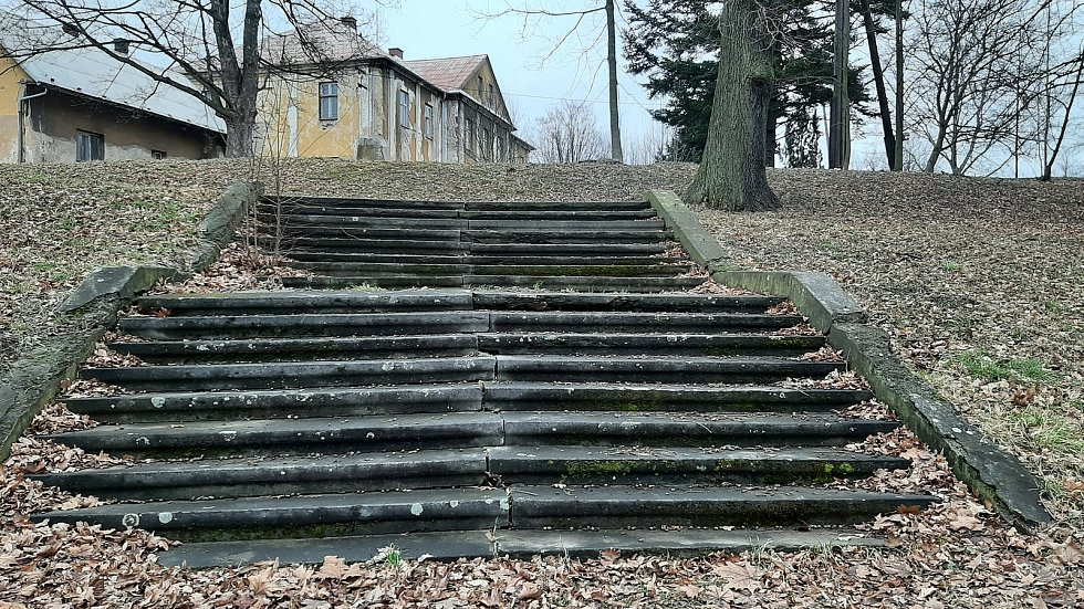 Doubrava. schody k zámku