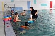 Zahájení provozu opraveného krytého bazénu Delfínek v Havířově.
