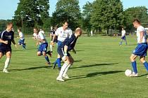 Poslední derby v divizi mezi celky Albrechtic a Dětmarovic přineslo spoustu šancí, ale jelikož se oba brankáři překonávali, skončil duel nakonec pouze 2:1 a ne třeba 4:3.