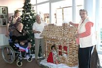 Perníková výzdoba v domově pro seniory.