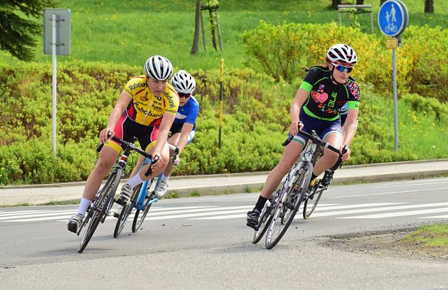 Cyklistky odjely náročnou etapu.