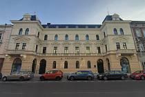 Neoklasicistní budova Muzea Těšínska opět září novotou. Zavřená byla více než 20 let. Její slavnostní otevření je nyní dloženo.
