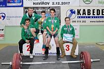 Trenér Miloš Kopecký se svými svěřenci slaví domácí titul.