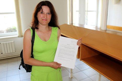 Lenka Kafoňková sesbírala podpisy lidí, kterým se nelíbí, jak město postupovalo při výběrovém řízení na ředitele ZŠ M. Pujmanové.