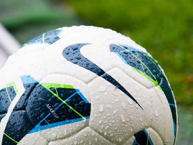 Odložený fotbal. V kraji a nižších soutěžích se nemusí hrát.