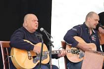 V Karviné na Lodičkách v neděli  koncertoval František Nedvěd se svou kapelou Tie Break