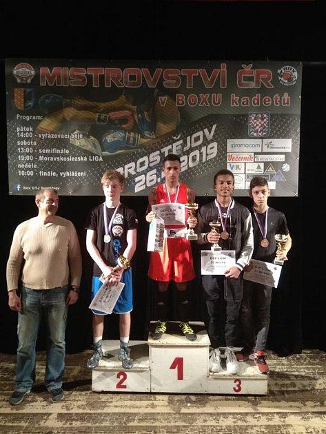 Ladislav Plachetka (zcela vpravo) na třetím místě.