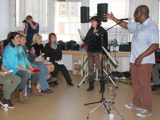 Vynikající sbormistr a gospelový zpěvák pastor David Daniel z Londýna zavítal do Orlové na gospelový workshop.