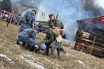 100 let od tzv. Sedmidenní války mezi Českem a Polskem o slezské území připomněla v sobotu odpoledne rekonstrukce válečné bitvy, která se konala v polském Skočově za účasti polských i českých vojensko-historických skupin.