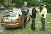 Dopravní akce v ulicích Havířova. Dechové zkoušce se podrobil učitel autoškoly i budoucí řidička.