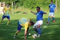 Dolní Datyně (žluté dresy) zvládly domácí dohrávku s Petřvaldem.