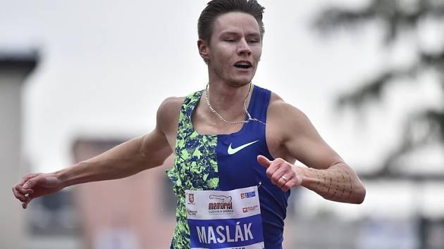 Pavel Maslák v Turnově vyhrál stovku a na dvoustovce byl druhý. O jednu setinu sekundy.