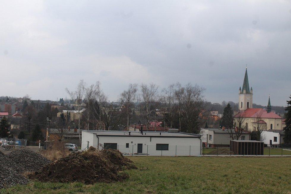 Dětmarovice.  Pohled na kostel z Něbrojova kopce