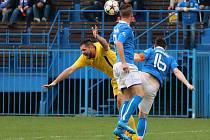 Havířovští fotbalisté (v modrém) prohráli na úvod jara s Určicemi.