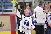 Jan Daneček byl uveden do Síně slávy havířovského hokeje.