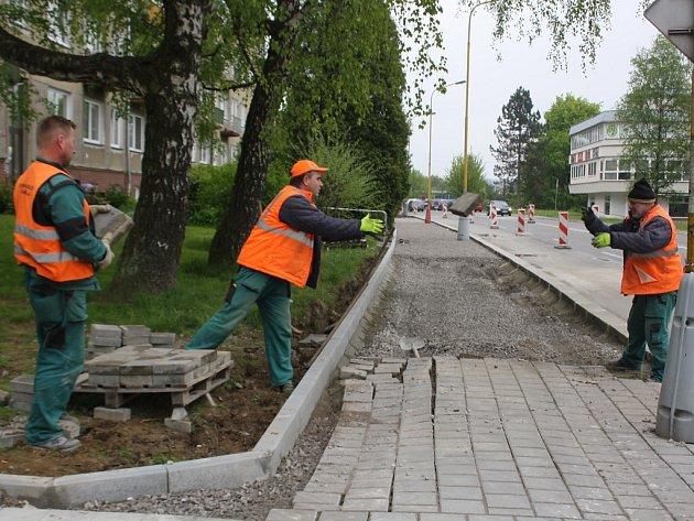 Rekonstrukce chodníku v ulici Na Nábřeží v Havířově.