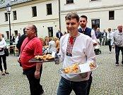 V rámci akce Poklady z těšínské truhly se i letos konal tradiční Těšínský jarmark řemesel a  soutěž o nejlepší jablečný štrúdl.